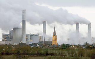 Αν οι βιομηχανικές κοινωνίες συνεχίσουν να χρησιμοποιούν ορυκτά καύσιμα και να αποψιλώνουν τα δάση, τότε το μέλλον μάς επιφυλάσσει μόνο δυσοίωνα σενάρια, λένε οι επιστήμονες.