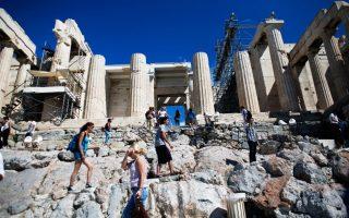 o-ieros-vrachos-tis-akropolis-syndethike-sto-amp-8230-internet0