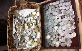 Μπορεί τα νομίσματα χαμηλής αξίας να εκτίθενται μαζικά, τα συλλεκτικά, ωστόσο, φυλάσσονται ως κόρην οφθαλμού σε ιδιωτικές συλλογές.