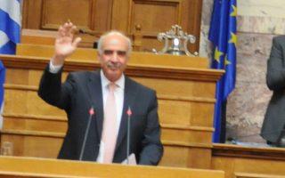 Ο αρχηγός της Ν.Δ. κ. Ευάγγελος Μεϊμαράκης επεδίωξε από την πρώτη στιγμή να ανατρέψει το ισχυρό δίλημμα περί «παλαιού και νέου», αναδεικνύοντας τις συνέπειες της ανευθυνότητας και της απειρίας του απελθόντος πρωθυπουργού.