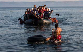 «Τα κράτη-μέλη της Ευρωπαϊκής Ενωσης οφείλουν να γνωρίζουν την ταυτότητα όσων μπαίνουν στην επικράτειά τους. Η Ελλάδα δεν αποτελεί εξαίρεση», δηλώνει δηκτικά στην «Κ» ο Ολλανδός επικεφαλής της Ευρωπαϊκής Υπηρεσίας Ασύλου, Robert Visser.