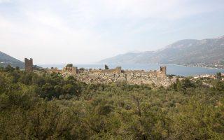 Η Αττική δεν παύει ποτέ να εκπλήσσει: το αρχαίο φρούριο των Αιγοσθένων (σήμερα Πόρτο Γερμενό), ένα από τα σπουδαιότερα μνημεία αρχαίας αμυντικής φρουριακής αρχιτεκτονικής, αποκαθίσταται χάρη στους πόρους του ΕΣΠΑ με χρονικό ορίζοντα ολοκλήρωσης των έργων το τέλος του χρόνου.