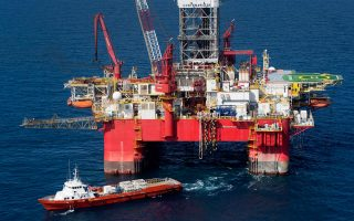 Ο διαγωνισμός για την παραχώρηση 20 οικοπέδων σε Ιόνιο και Κρήτη, παρά την αρνητική συγκυρία των ιδιαίτερα χαμηλών τιμών του πετρελαίου, κατάφερε να συγκεντρώσει προσφορές για τρία οικόπεδα και να προσελκύσει το ενδιαφέρον μιας μεγάλης πολυεθνικής.