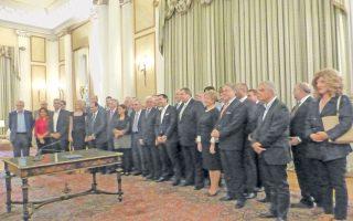 Η αναμνηστική φωτογραφία της νέας κυβέρνησης ΣΥΡΙΖΑ - ΑΝΕΛ με επίκεντρο τον Πρόεδρο της Δημοκρατίας κ. Προκόπη Παυλόπουλο και τον πρωθυπουργό κ. Αλέξη Τσίπρα (φωτο Ελένη Μπίστικα).