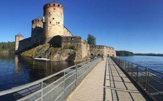 Η μικρή πόλη Σαβονλίνα, βορειοανατολικά του Ελσίνκι, βρίσκεται στο κέντρο της λίμνης Σάιμαα και παίρνει το όνομά της από το περίφημο κάστρο της.