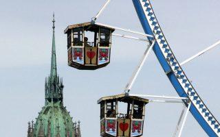 Ημέρες καλοκαιρίας στο Μόναχο της Oktoberfest όσο το κρύο και τα πρώτα χιόνια είναι ακόμα λίγο μακριά.