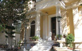 Tο νεοκλασικό κτίριο, οίκος A. και M. Kαλοκαιρινού, όπου στεγάζεται το Iστορικό Mουσείο Kρήτης, Σοφοκλή Bενιζέλου 27 και Λυσιμάχου Kαλοκαιρινού 7, στο Hράκλειο. O περιφερειάρχης Kρήτης κ. Σταύρος Aρναουτάκης θα εγκαινιάσει την έκθεση «Oι εικόνες της Συλλογής Zαχαρία Πορταλάκη».
