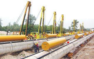 Το έργο για την κατασκευή 550 χιλιομέτρων του αγωγού φυσικού αερίου ΤΑP έχει επιμεριστεί σε τρεις εργολαβίες, με την αξία καθεμιάς εξ αυτών να ανέρχεται σε 230 εκατ. ευρώ.