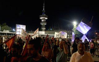 Αντιεξουσιαστές, μέλη της εξωκοινοβουλευτικής αριστεράς, μέλη των επιτροπών ενάντια στα μεταλλεία χρυσού καθώς και μέλη της Λαϊκής Ενότητας πραγματοποίησαν συγκέντρωση διαμαρτυρίας και πορεία σε κεντρικούς δρόμους της πόλης στο πλαίσιο των κινητοποιήσεων της 80ης ΔΕΘ. Θεσσαλονίκη, Σάββατο 5 Σεπτεμβρίου 2015. ΑΠΕ ΜΠΕ/PIXEL/ΣΩΤΗΡΗΣ ΜΠΑΡΜΠΑΡΟΥΣΗΣ