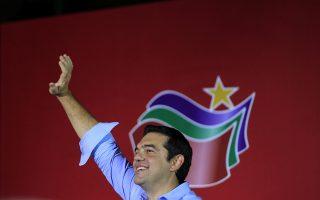 Ο πρώην πρωθυπουργός και πρόεδρος του ΣΥΡΙΖΑ Αλέξης Τσίπρας χαιρετάει από το βήμα τους φίλους και τους οπαδούς του ΣΥΡΙΖΑ που παρακολούθησαν την ομιλία του στην ανοιχτή προεκλογική συγκέντρωση στην πλατεία της Καισαριανής, Αθήνα Σάββατο 5 Σεπτεμβρίου 2015. Οι εκλογές θα γίνουν στις 20 Σεπτεμβρίου.  ΑΠΕ-ΜΠΕ/ΑΠΕ-ΜΠΕ/ΟΡΕΣΤΗΣ ΠΑΝΑΓΙΩΤΟΥ