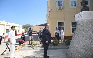 (Ξένη Δημοσίευση)  Ο υπουργός  Εθνικής Άμυνας Πάνος Καμμένος (Α) καταθέτει στεφάνι στην προτομή του ήρωα Αντιναυάρχου Χριστόδουλου Καραθανάση ΠΝ, το Σάββατο 26 Σεπτεμβρίου 2015, στη Λέρο. Ο υπουργός Εθνικής Άμυνας Πάνος Καμμένος, συνοδευόμενος από τον Αρχηγό ΓΕΝ Αντιναύαρχο Γεώργιο Γιακουμάκη ΠΝ, παρέστη στη Λέρο στις εκδηλώσεις για τα 72 χρόνια από τη βύθιση του αντιτορπιλικού Βασίλισσα Όλγα και στα αποκαλυπτήρια της προτομής του ήρωα Αντιναυάρχου Χριστόδουλου Καραθανάση ΠΝ. ΑΠΕ- ΜΠΕ/ ΓΡΑΦΕΙΟ ΤΥΠΟΥ ΥΠΕΘΑ /STR