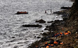 Refugees and migrants arrive on a dinghy to the Greek island of Lesbos after crossing the Aegean sea from Turkey on September 29, 2015. More than half a million migrants and refugees have crossed the Mediterranean to Europe so far this year -- 383,000 of them arriving in Greece, the United Nations said. AFP PHOTO / ARIS MESSINIS