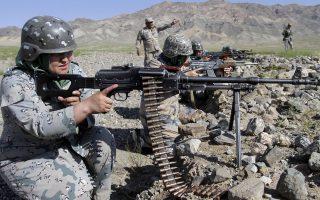 Στις φλόγες του Αφγανιστάν παραμένουν παγιδευμένοι πέντε Αφγανοί μεταφραστές του ελληνικού στρατού.