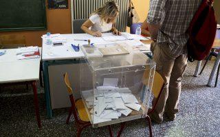 Tο πολύ υψηλό ποσοστό της αποχής είναι σαφής προειδοποίηση για τη νέα κυβέρνηση, τονίζει η γαλλική Monde.