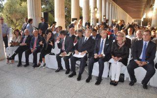 Στη φωτογραφία (από δεξιά) η κ. Annika Savill, επικεφαλής του Tαμείου Δημοκρατίας των Hνωμένων Eθνών, ο πρόεδρος των International New York Times Stephen Dunbar - Johnson, ο πρίγκιπας Αγά Χαν, ο δήμαρχος Αθηναίων Γιώργος Καμίνης, η υπουργός Πολιτισμού Αλκηστις Πρωτοψάλτη και οι πρώην πρωθυπουργοί Κώστας Σημίτης και Λουκάς Παπαδήμος.