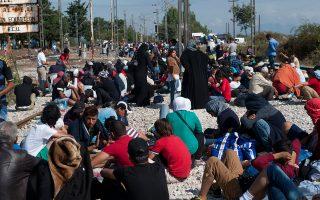 Στην Ειδομένη από πέρυσι τον Σεπτέμβριο είχαν αρχίσει να περνούν λίγοι πρόσφυγες.Σήμερα όμως οι κάτοικοι δηλώνουν πως «τούτο εδώ το φορτίο δεν μπορούμε να το σηκώσουμε. Είμαστε λίγοι για να διαχειριστούμε τόσους πολλούς, και το κράτος είναι ανύπαρκτο...».