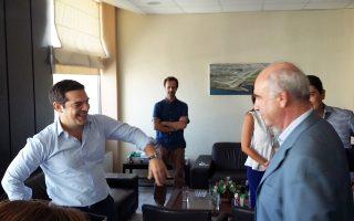 Ανοιχτός σε κυβέρνηση συνασπισμού με τον Τσίπρα (αριστερά), εμφανίστηκε ο πρόςδρος της ΝΔ, Β. Μεϊμαράκης (δεξιά)