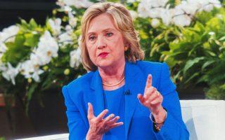 Η Χίλαρι Κλίντον μιλά στην εκπομπή της κωμικού Ελεν Ντετζενέρις, την Τρίτη στη Νέα Υόρκη.