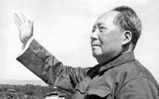 Ο Μάο ζητούσε από τη Μόσχα να δώσει στην Κίνα ατομικές βόμβες. Η σκληρή ρητορική του όμως θορύβησε τη σοβιετική ηγεσία, που δεν του παρείχε απλόχερα πυρηνική τεχνογνωσία. Σε αυτό συνέβαλε και η αυξανόμενη ιδεολογική διαφοροποίηση μεταξύ του μετασταλινικού Χρουστσόφ και του Μάο.