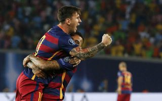 Barcelona's Lionel Messi (L) celebrates his goal against Sevilla with teammate Daniel Alves during their UEFA Super Cup soccer match at Boris Paichadze Dinamo Arena in Tbilisi, Georgia, August 11, 2015. REUTERS/Grigory Dukor