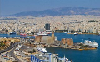 Για το λιμάνι του Πειραιά η ολοκλήρωση των διαδικασιών και η ψήφιση των συμβάσεων από τη Βουλή πρέπει να έχει γίνει έως τον Φεβρουάριο του 2016.