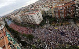 Στις 11 Σεπτεμβρίου, εθνική γιορτή της Καταλωνίας, εκατοντάδες χιλιάδες υποστηρικτές της ανεξαρτητοποίησης κατέκλυσαν τους δρόμους της Βαρκελώνης.
