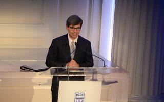 Ο ελληνικής καταγωγής δημοσιογράφος Τζορτζ Στεφανόπουλος έχει συντονίσει πολλά ντιμπέιτ στις Ηνωμένες Πολιτείες.