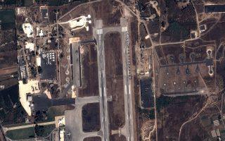 Τα ρωσικά μαχητικά και ελικόπτερα σταθμευμένα στη βάση της Λαττάκειας (φωτογραφία) δείχνουν την στήριξη της Μόσχας όχι προς τον Ασαντ, αλλά προς μια διαπραγμάτευση που θα οδηγήσει σε συγκυβέρνηση του Mπάαθ με τη σουνιτική αντιπολίτευση.