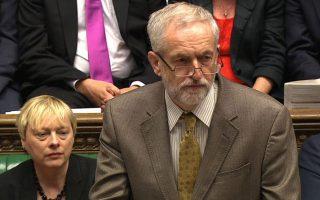 Ο νέος αρχηγός των Εργατικών Τζέρεμι Κόρμπιν στην πρώτη του ομιλία, κατά την «Ωρα του Πρωθυπουργού», στο βρετανικό Κοινοβούλιο.