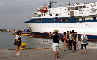 Το 2014 η Ελλάδα δεν κατάφερε να αντιστοιχίσει την αύξηση των επισκεπτών με ανάλογο ποσοστό ενίσχυσης των εσόδων, καθώς η μέση ημερήσια δαπάνη των επισκεπτών καταγράφηκε στα 70,4 ευρώ, μειωμένη κατά 6,2% σε σχέση με το 2013.