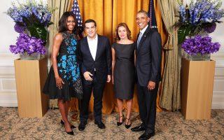 Το ζεύγος Ομπάμα υποδέχθηκε τον Ελληνα πρωθυπουργό Αλ. Τσίπρα και τη σύζυγό του στον Λευκό Οίκο.