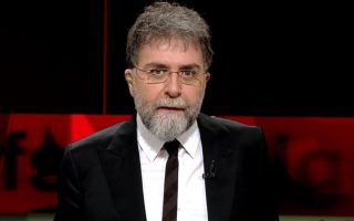 O Τούρκος δημοσιογράφος Αχμέτ Χακάν δέχτηκε επίθεση έξω από το σπίτι του, στην Κωνσταντινούπολη.