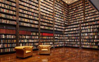 Η βιβλιοθήκη του ανακαινισμένου πολιτιστικού κέντρου Stony Island Arts Bank του Rebuild Foundation του Αφροαμερικανού Θίαστερ Γκέιτς, στο South Side, στις μαύρες υποβαθμισμένες συνοικίες του Σικάγου.