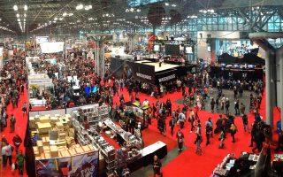 Μία εικόνα, χίλιες λέξεις: το τεράστιο πανηγύρι του Comic Con στο τεράστιο Javits Center του Μανχάταν, στην περιοχή Hell's Kitchen, όπου κατά τη Marvel κατοικοεδρεύει ο Daredevil.