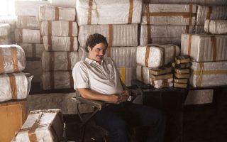Το εξαιρετικό «Narcos» έχει πολλούς συντελεστές από τη Λατινική Αμερική. Ο Βραζιλιάνος Βάγκνερ Μόουρα είναι άκρως πειστικός στον ρόλο του βαρώνου των ναρκωτικών Πάμπλο Εσκομπάρ.