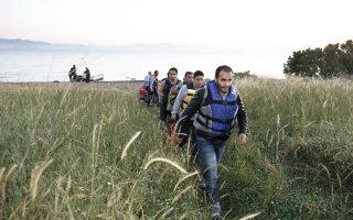 Σύροι πρόσφυγες αποβιβάζονται στην Κω. Αντίθετα από τα στερεότυπα, η μεγάλη πλειοψηφία αφήνει πίσω μια ζωή όχι πολύ διαφορετική από τη δική μας.