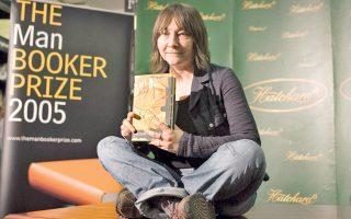 Η Αλι Σμιθ σε παλαιότερη φωτογραφία, ως υποψήφια για το Βραβείο Μπούκερ. Με το νέο της μυθιστόρημα «Πώς να είσαι δύο» δοκιμάζει έναν ενδιαφέροντα πειραματισμό στην πλοκή.