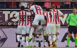 Οι παίκτες του ΟΣΦΠ σε πανηγυρικό στιγμιότυπο κατά τη διάρκεια του αγώνα ΟΣΦΠ-ΑΕΚ για το πρωτάθλημα της Σούπερ Λιγκ στο Γήπεδο