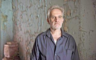 «Το θέατρο μου έδωσε νόημα ύπαρξης», λέει ο Δημήτρης Καταλειφός. «Η τέχνη είναι φάρμακο γι' αυτούς που την κάνουν και για εκείνους που την παρακολουθούν».