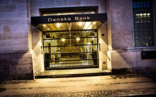 H κεντρική τράπεζα της Δανίας προειδοποιεί την Danske Bank ότι «διατρέχει μεγάλο κίνδυνο να σημειώσει σημαντικές ζημίες» από τις δραστηριότητές της στην αγορά στεγαστικών της Σουηδίας.