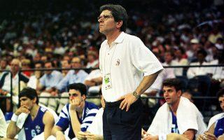 Ο Μάκης Δενδρινός έγινε ο πρώτος προπονητής που καθοδήγησε την Εθνική μπάσκετ σε Ολυμπιακούς Αγώνες.