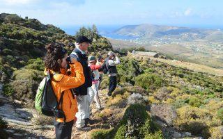 Το νησί έχει ένα περιπατητικό δίκτυο άνω των 300 χιλιομέτρων, ενώ γίνονται συνεχείς προσπάθειες βελτίωσης και σήμανσης των διαδρομών από εθελοντές. Η ευρωπαϊκή πιστοποίηση θα προσελκύσει πεζοπόρους από το εξωτερικό.