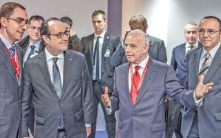 Ο Γάλλος πρόεδρος Φρανσουά Ολάντ στο «Corallia», με τον δρα Βασίλη Μακιό, γενικό διευθυντή της ελληνικής «Σίλικον Βάλεϊ» στο Μαρούσι.