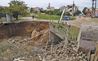 Εκτεταμένες ζημιές από την κακοκαιρία στο Καματερό. Μέχρι χθες το πρωί στην Αττική είχαν πραγματοποιηθεί 650 αντλήσεις υδάτων και 30 κοπές δέντρων από την Πυροσβεστική.