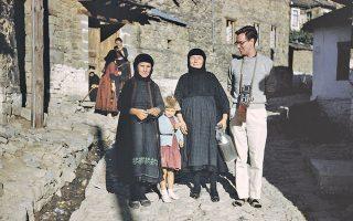 Ενας ενθουσιώδης νεαρός, ο Robert ΜcCabe, ανακαλύπτει την Ελλάδα της δεκαετίας του '50. Η φωτογραφία είναι του αδελφού του, Charles McCabe.