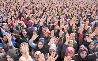 Στιγμιότυπο από την προεκλογική συγκέντρωση του ΑΚΡ στο Ικόνιο.