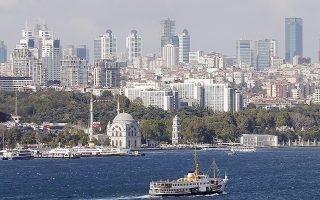 Οι εκτιμήσεις της ελβετικής τράπεζας δόθηκαν στη δημοσιότητα μία ημέρα αφότου ο οίκος πιστοληπτικής αξιολόγησης Fitch χαρακτήρισε την Τουρκία και τη Βραζιλία τους αδύναμους κρίκους μεταξύ των αναδυόμενων οικονομιών, που ενδέχεται να αποδειχθούν πιο ευάλωτες σε περίπτωση αύξησης των επιτοκίων του δολαρίου.
