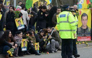Κούρδοι ακτιβιστές σε εκδήλωση αφιερωμένη στη μνήμη του, στην Αγγλία.