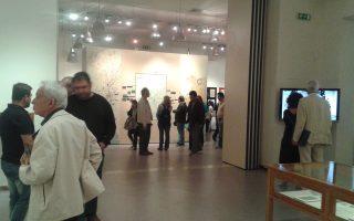 Αρκετός κόσμος επισκέπτεται αυτές τις μέρες την έκθεση στην Πινακοθήκη του Δ. Αθηναίων.