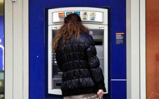 Να που ήλθαν τα περίφημα capital controls και ξαφνικά όλοι στην Ελλάδα, νέοι, γέροι, νοικοκυρές και γιαγιάδες, έμαθαν μέσα σε χρόνο-ρεκόρ να χρησιμοποιούν τις κάρτες τους στα ΑΤΜ, και έτσι διαλύθηκε άλλος ένας μύθος γι' αυτά «που δεν γίνονται στην Ελλάδα». Ολα μπορούν να γίνουν, αρκεί να υπάρχει η βούληση και να δοθούν και τα σχετικά κίνητρα.